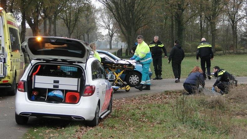 Brandweer moet automobilist bevrijden bij ongeluk in De Krim.