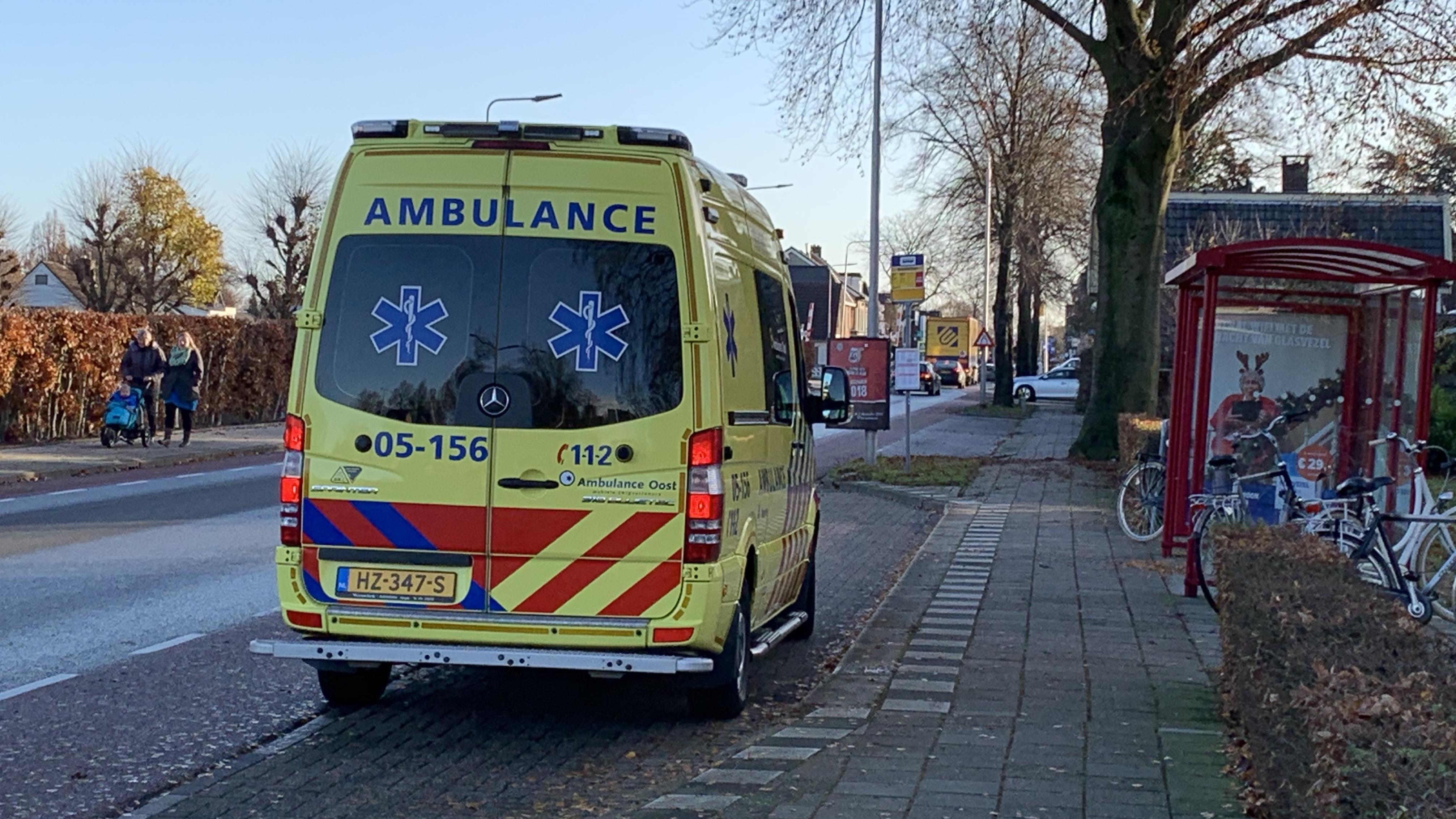 Fietser aangereden door scooterrijder op de Wesselseweg in Barneveld.