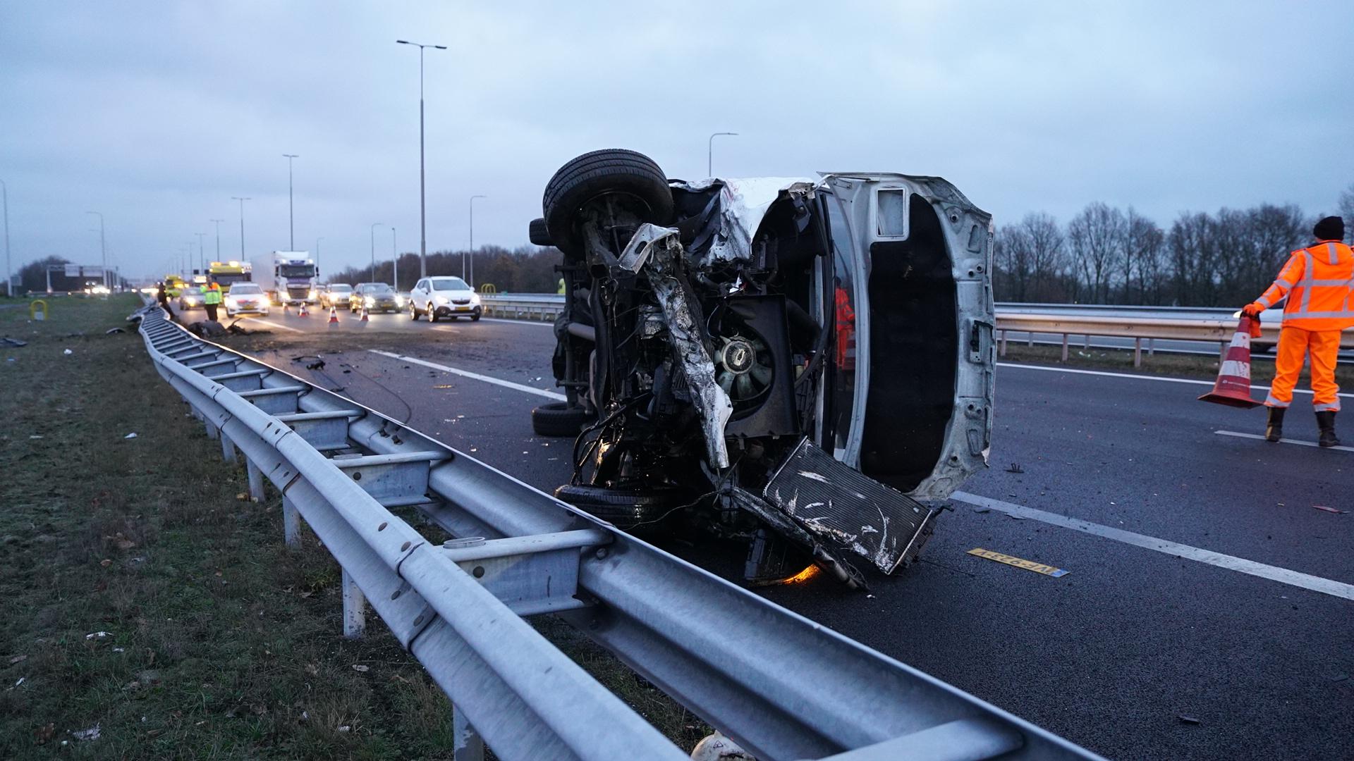 Flinke file op A1 bij Deventer door ongeval, weg is weer vrij.
