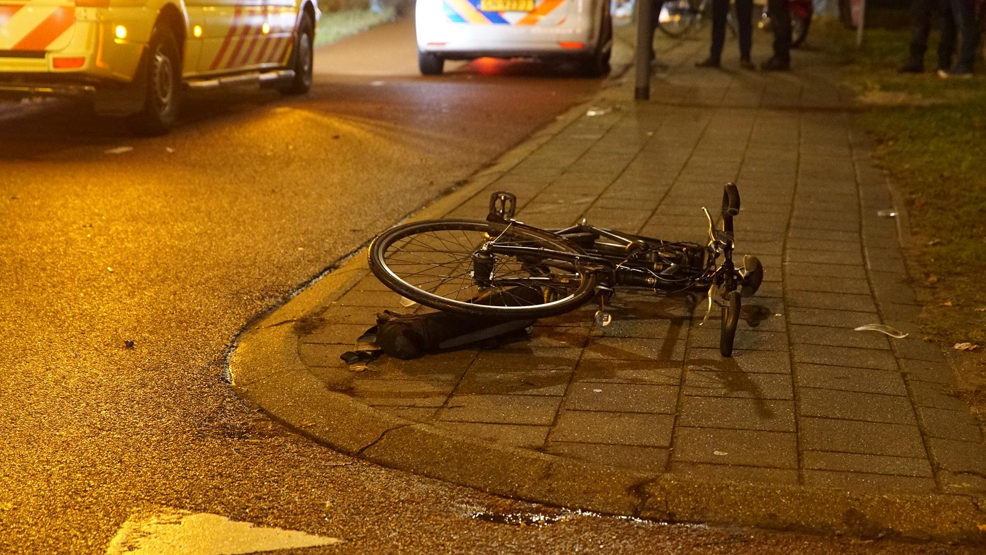 Scooterbestuurder gewond naar ziekenhuis na ongeluk in Deventer.