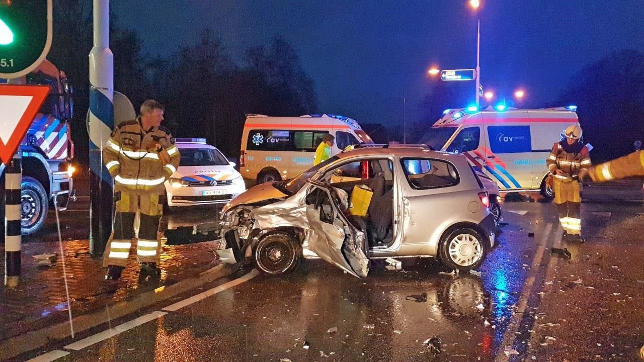 Gewonde bij botsing tussen twee autos op de Hessenweg bij Dalfsen.