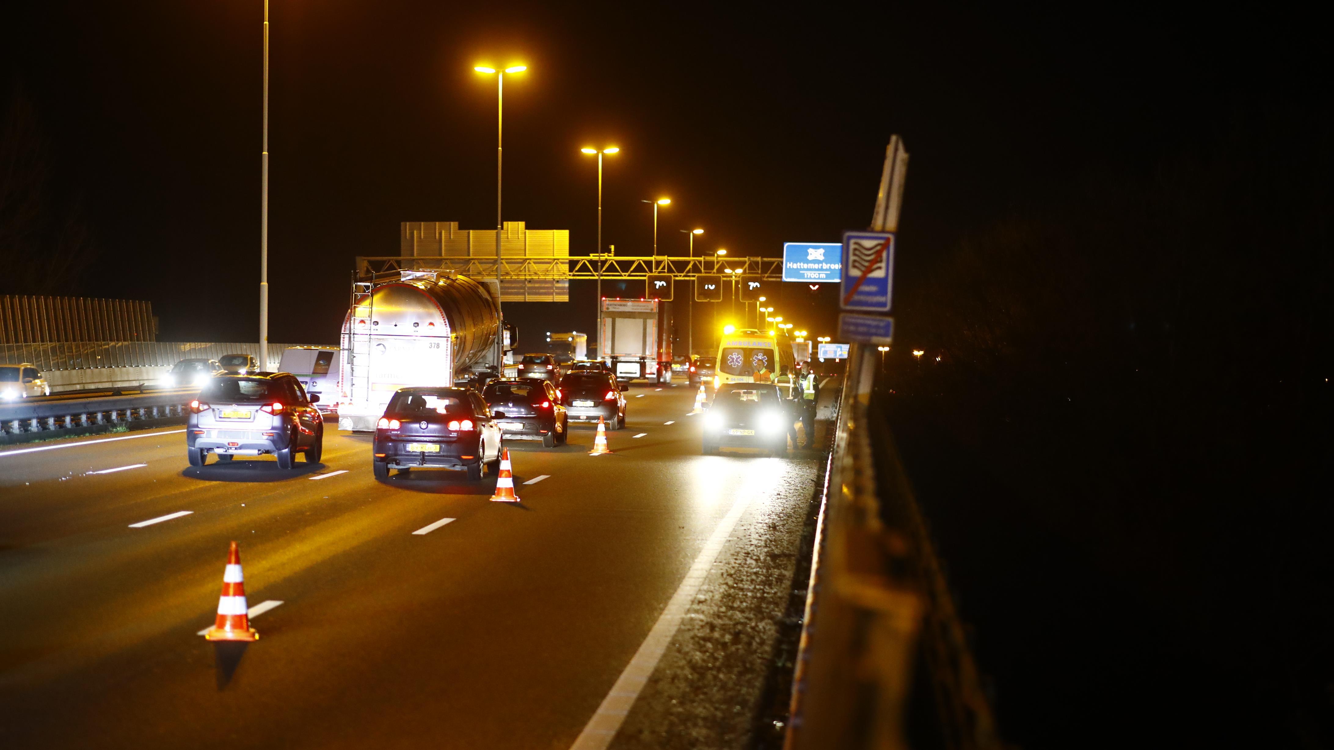 Rijstrook afgesloten na ongeluk op A28 tussen Zwolle en knooppunt Hattemerbroek.