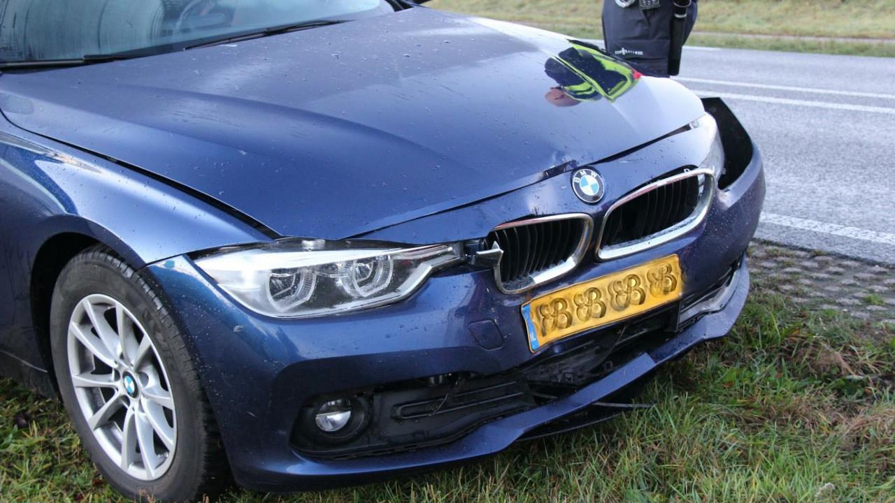 Automobilist naar ziekenhuis na kop-staartbotsing op N348 bij Raalte.