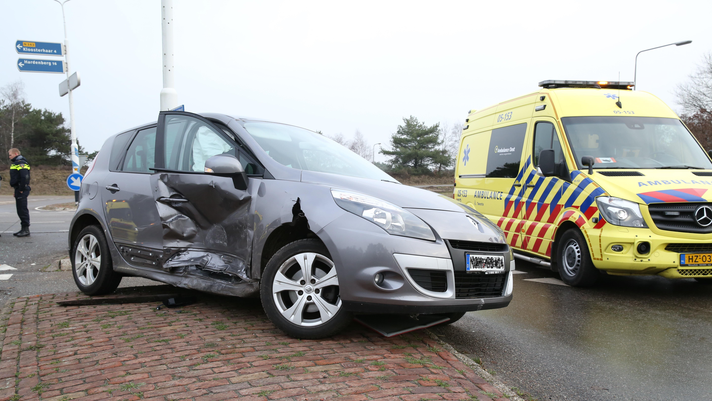 Twee autos betrokken bij ongeval in Bruinehaar.