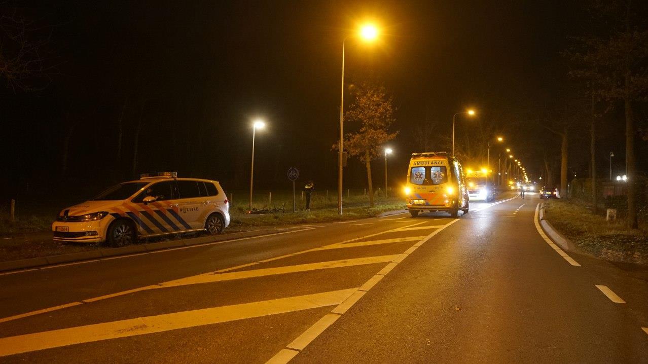 Bestuurder op de vlucht na ernstige aanrijding in Deventer.