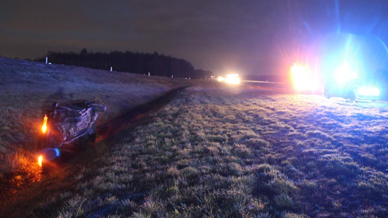 Auto in de sloot na ongeluk op A1 bij Holten.