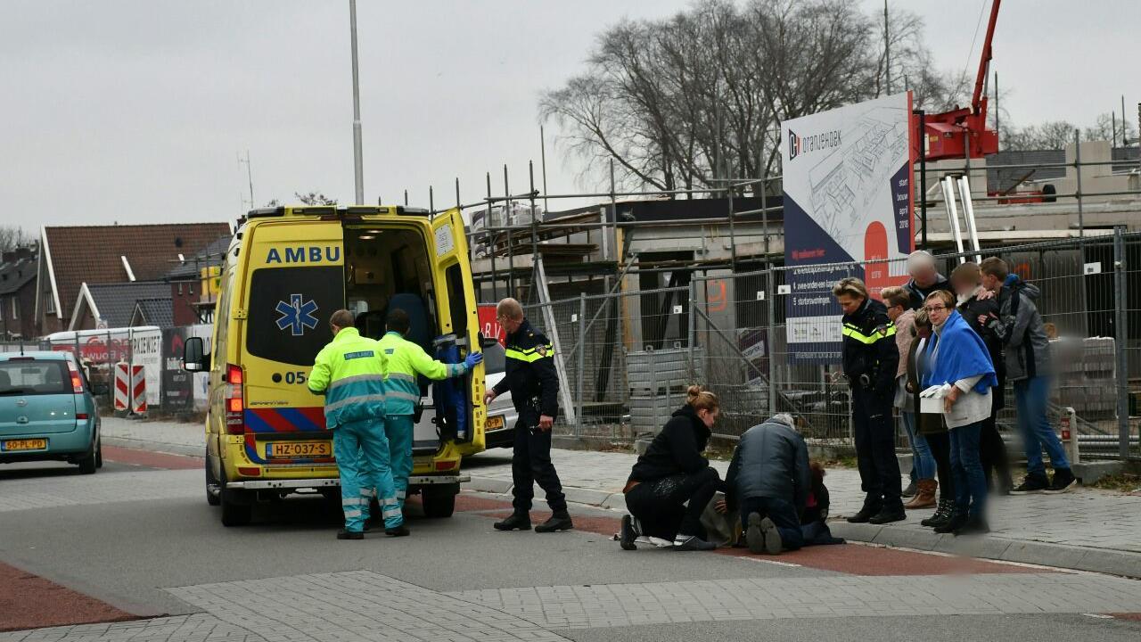 Fietser naar ziekenhuis na ongeval in Vroomshoop.