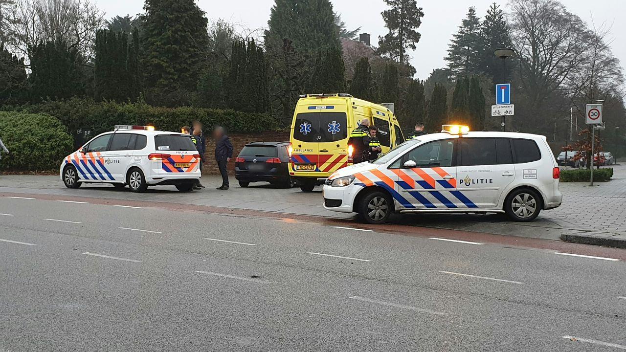 Bestuurder gewond naar ziekenhuis na ongeval in Enschede.