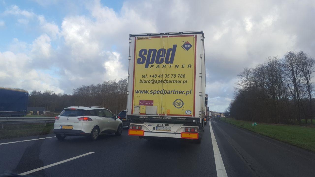 Ongeluk A1 zorgt voor file tussen Deventer en Hengelo.