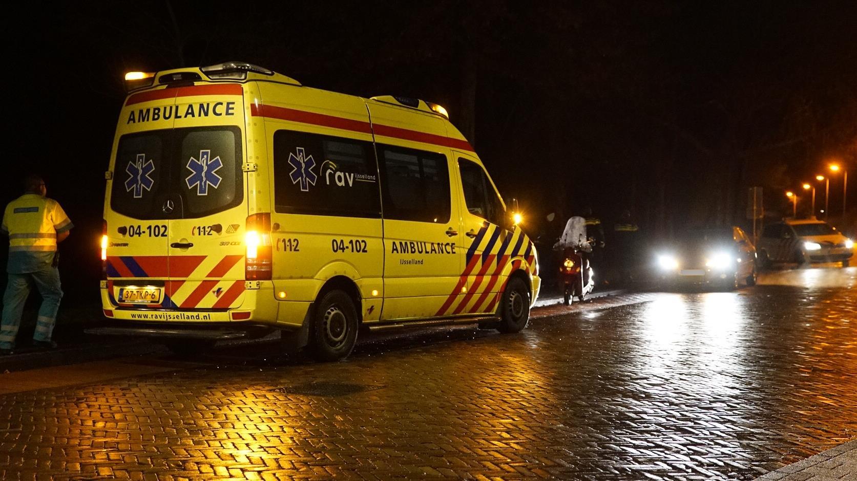 Scooterrijder raakt gewond bij ongeluk in Deventer.