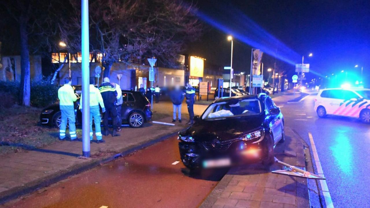 Gewonde bij botsing autos in Enschede.
