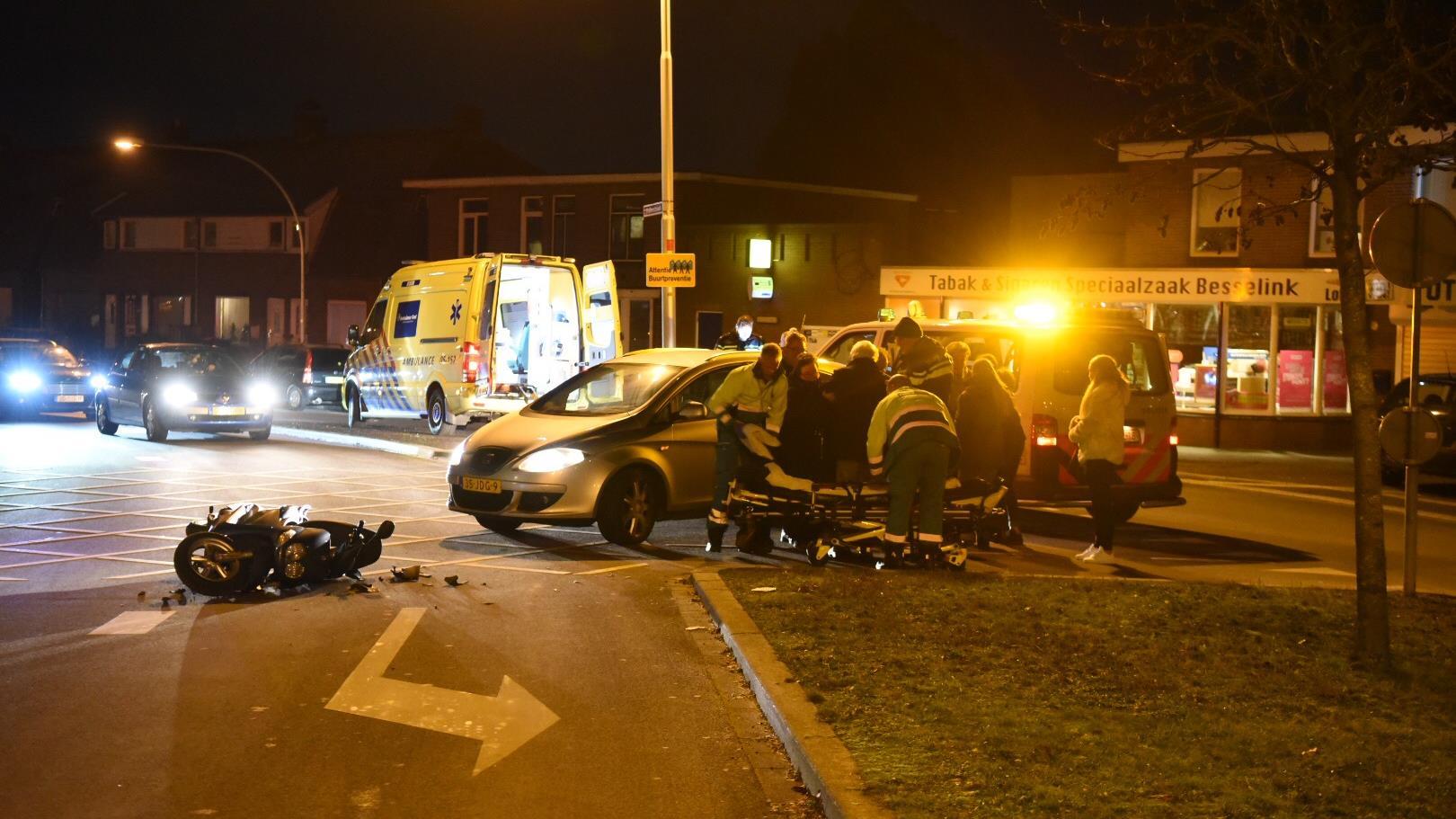 Scooterrijdster gewond na aanrijding in Almelo.
