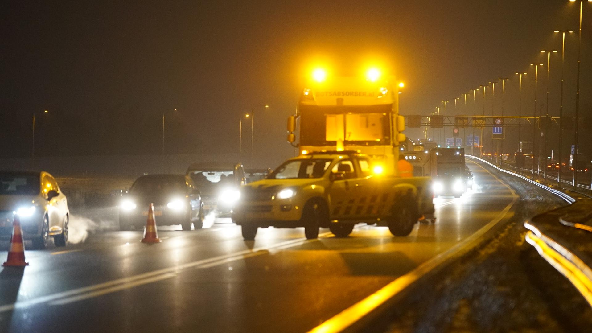 Twee rijstroken dicht door ongeval op A1 van Deventer richting Hengelo.