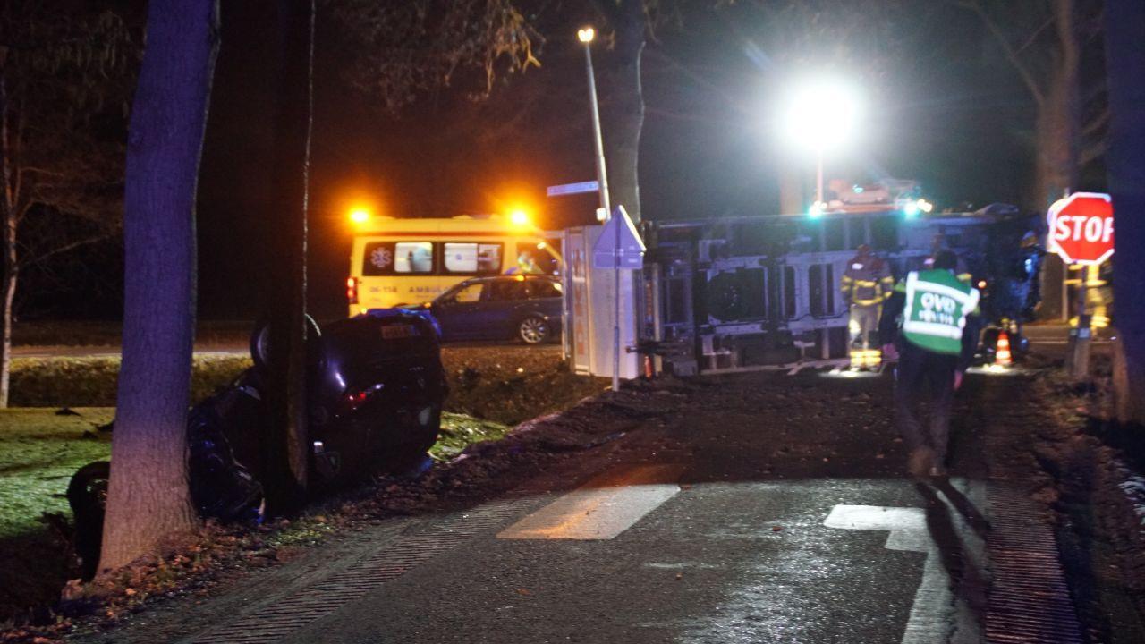 Vrachtwagenchauffeur uit Luttenberg raakt zwaargewond bij dodelijk ongeval.