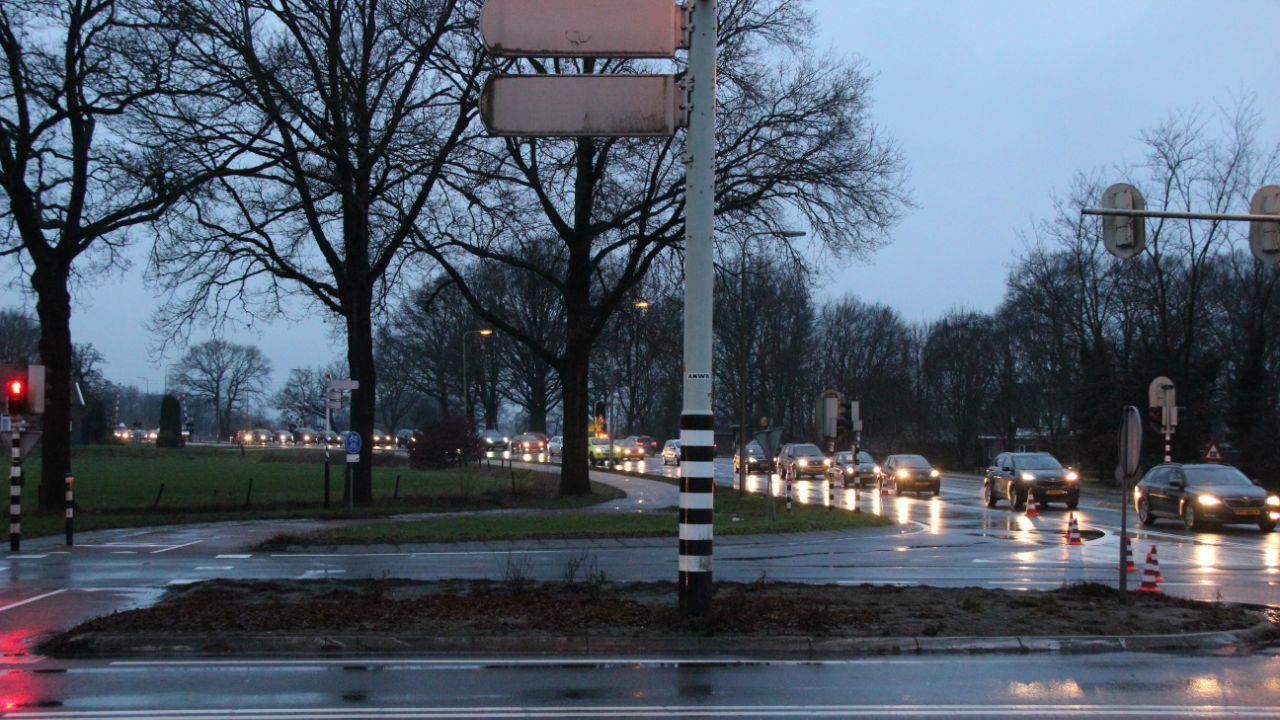 N35 tussen Heino en Raalte weer vrij na ongeluk met bus en voetgangster.