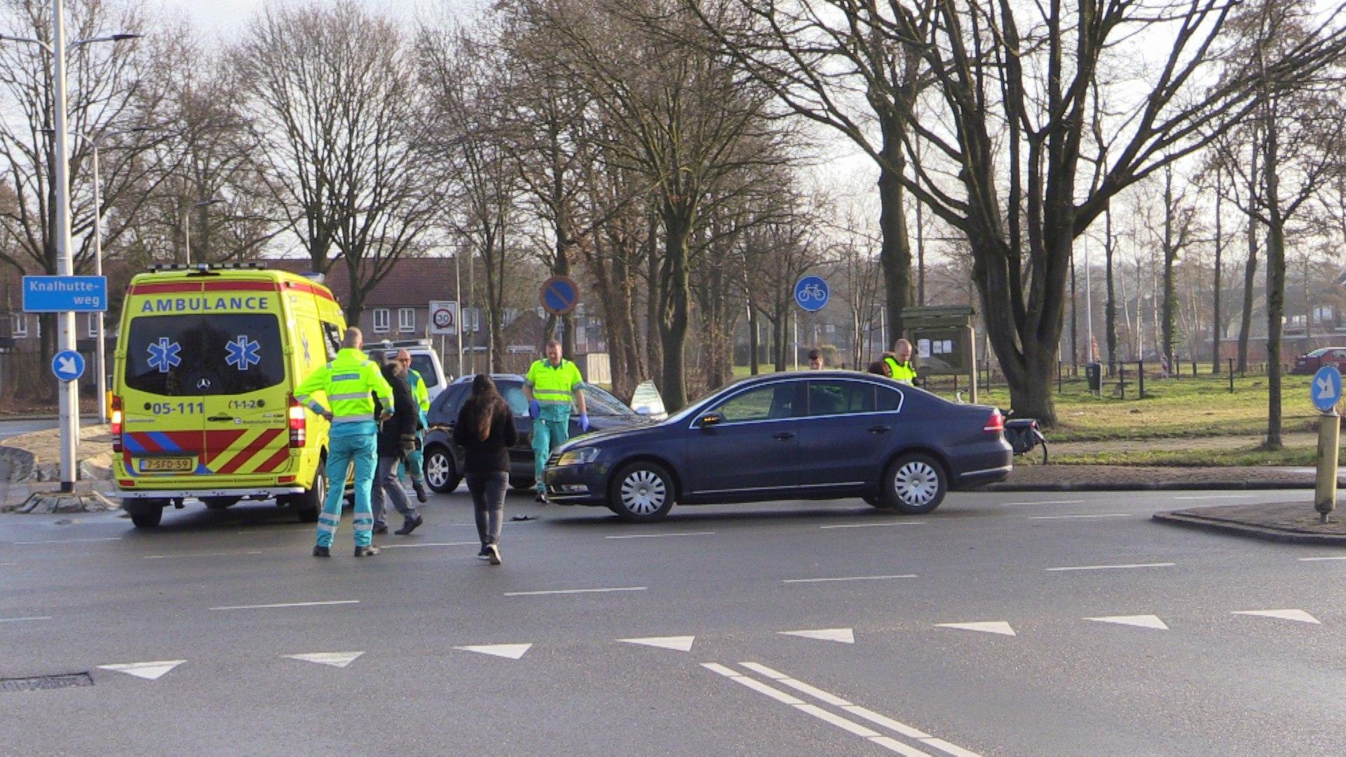Automobilist gewond na frontale aanrijding in Enschede.