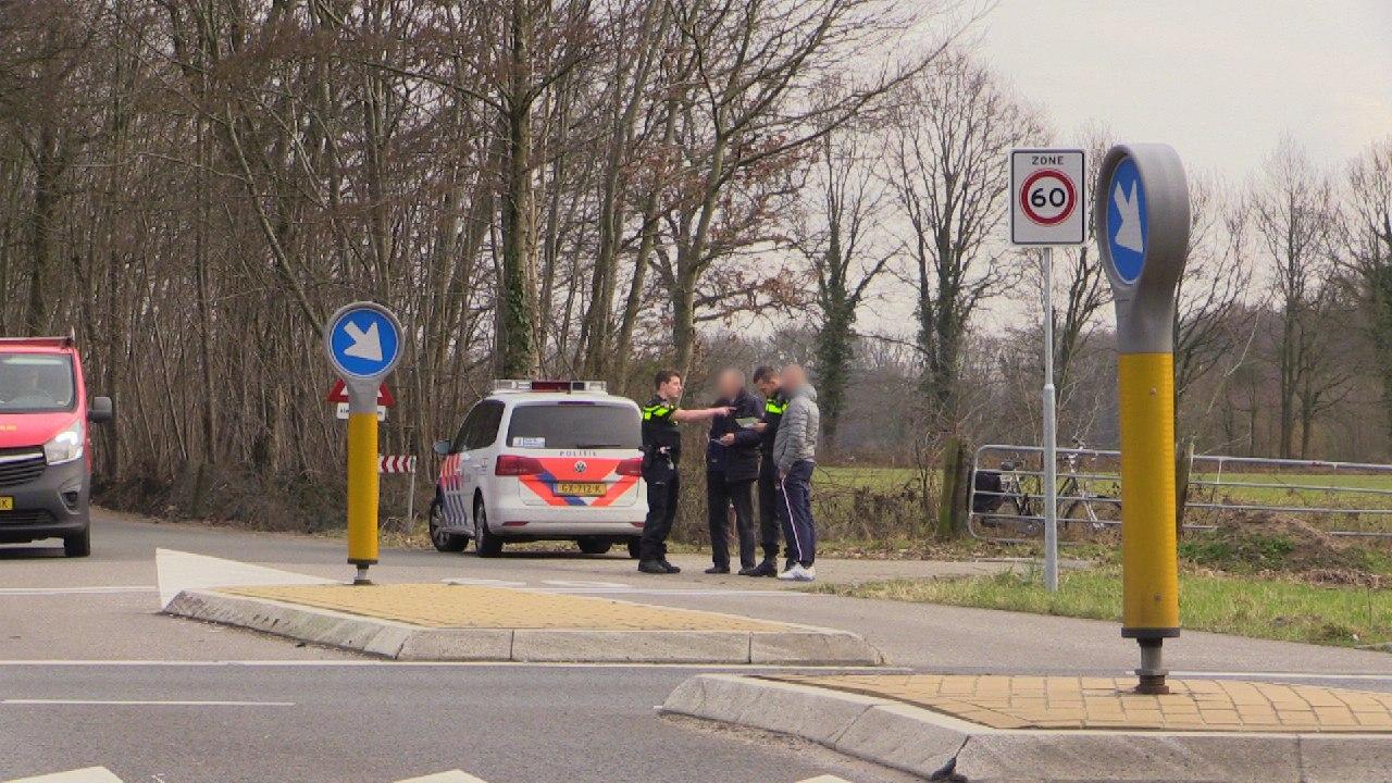Fietser gewond bij aanrijding op Oostweg in Enschede.