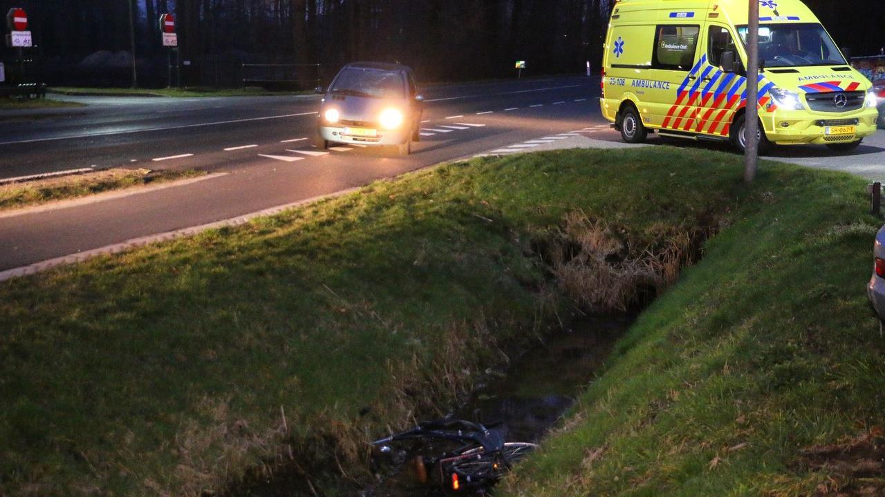Fietser gewond bij aanrijding in Deurningen.