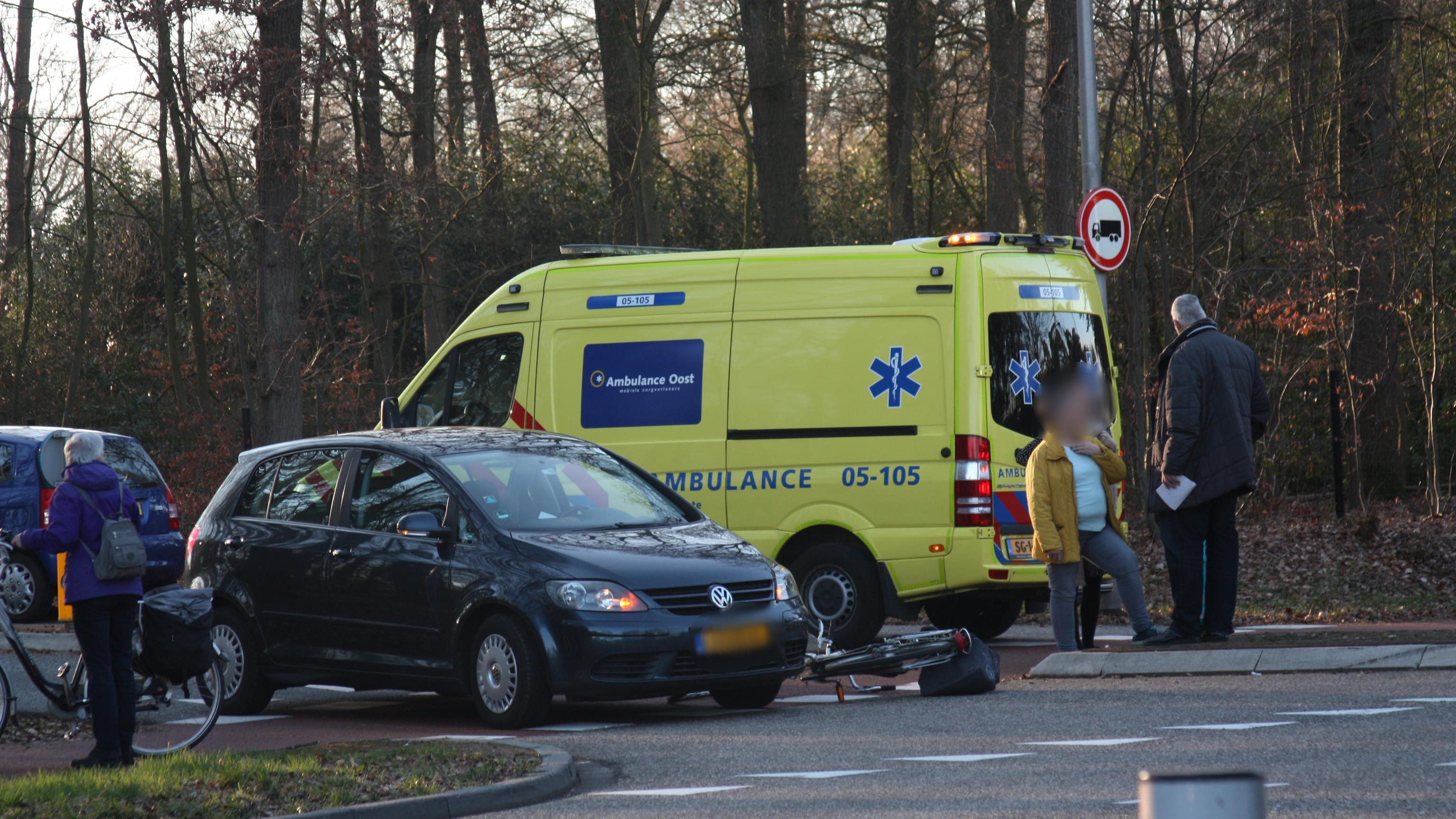 Fietser gewond bij aanrijding met auto in Rijssen.