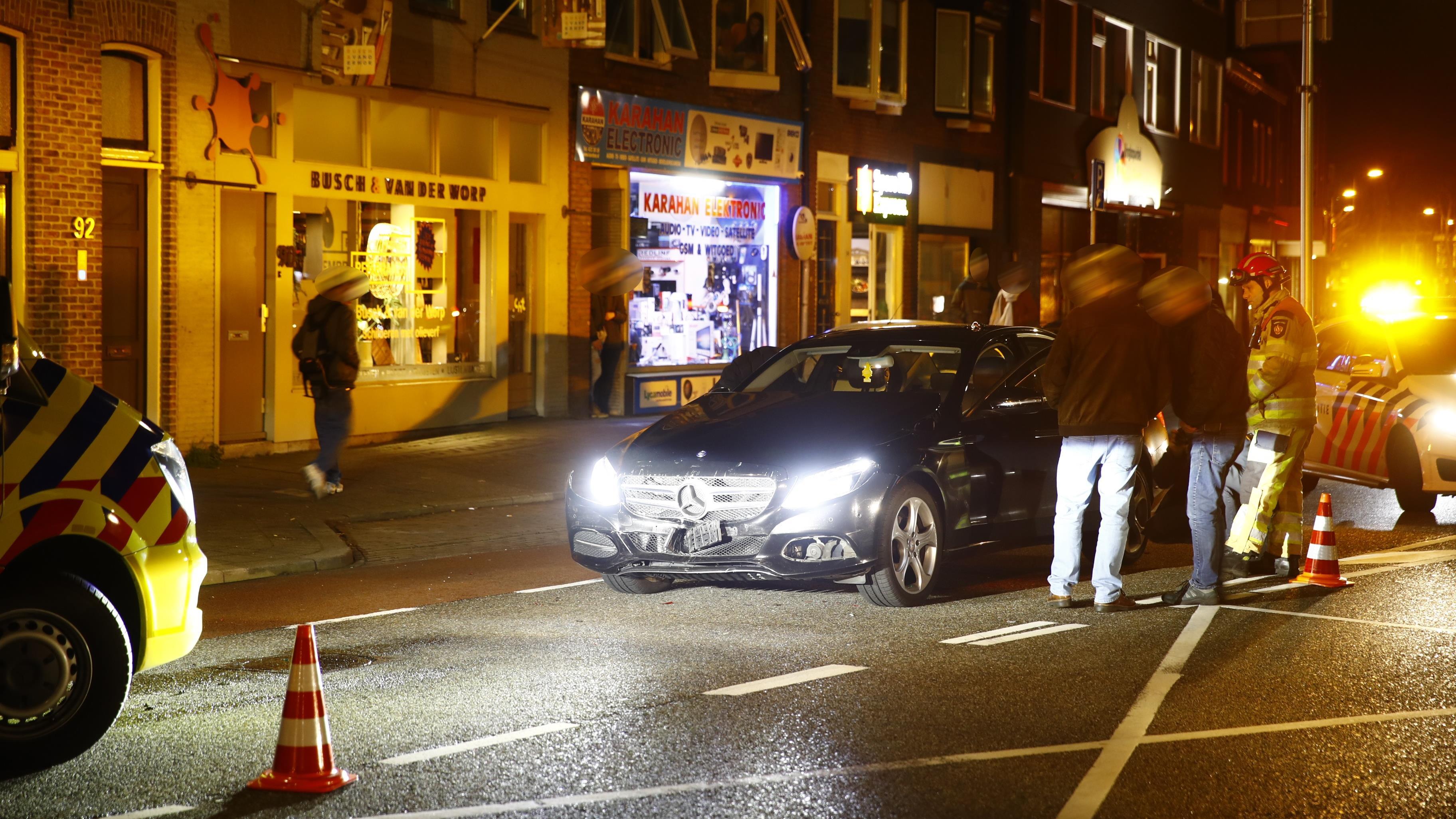 Twee gewonden bij kop-staartbotsing in Zwolle.