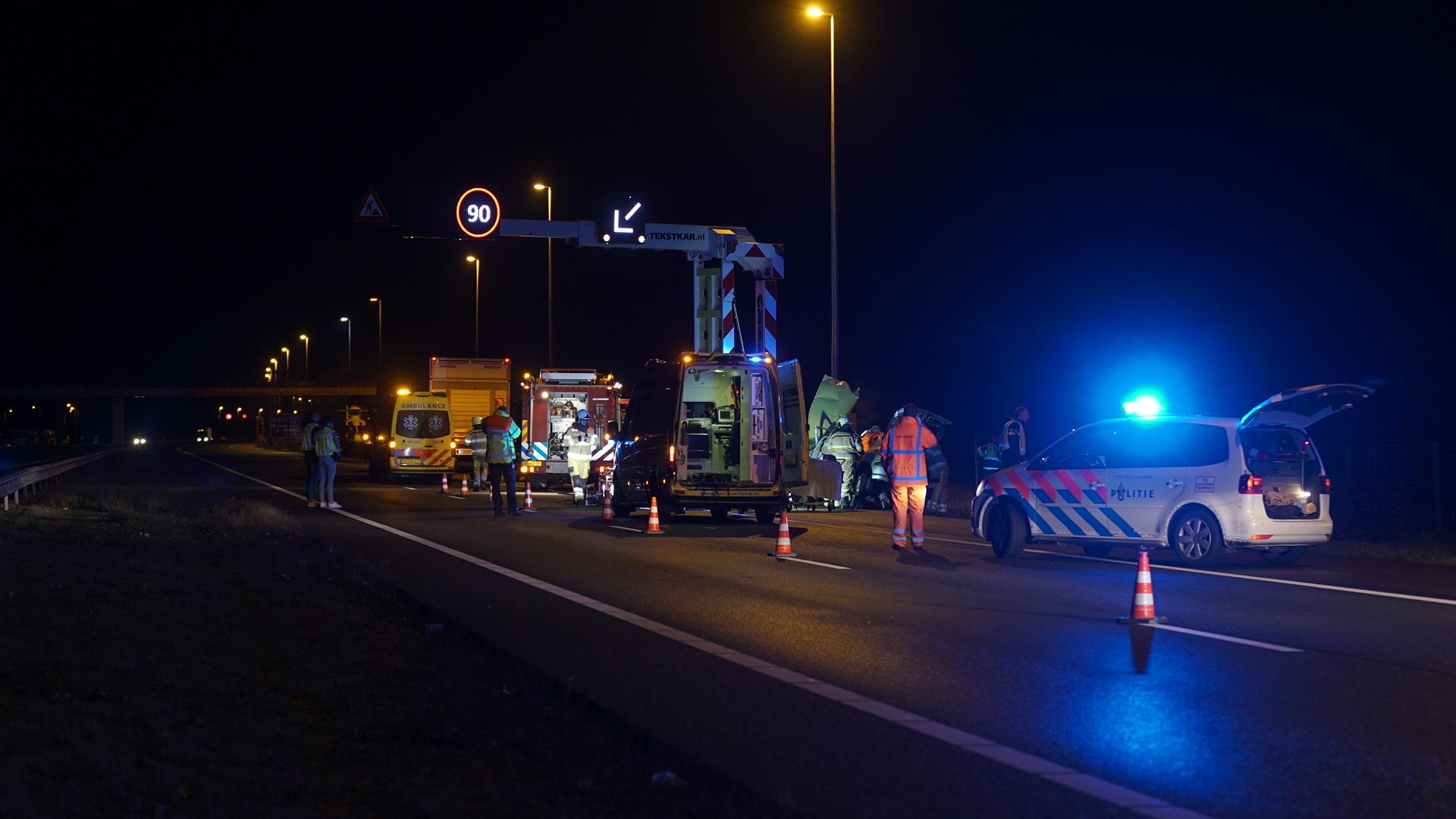 Automobilist gewond bij ongeluk op A1 bij Bathmen, snelweg afgesloten.