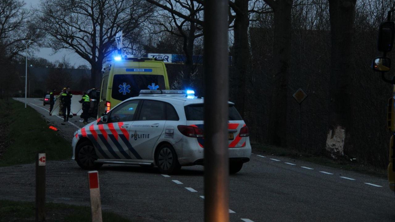 Dode bij botsing auto tegen boom in Wierden.