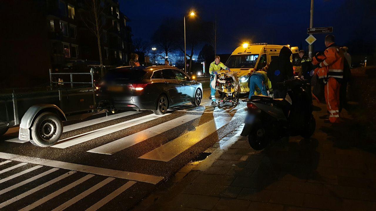 Voetganger op zebrapad aangereden door een auto in Enschede.