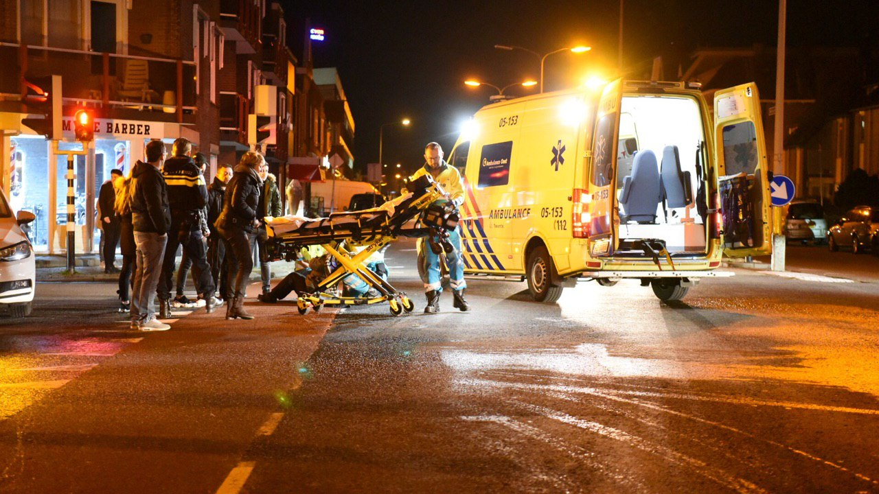 Fietsster naar het ziekenhuis na botsing met bestelbusje in Vught.