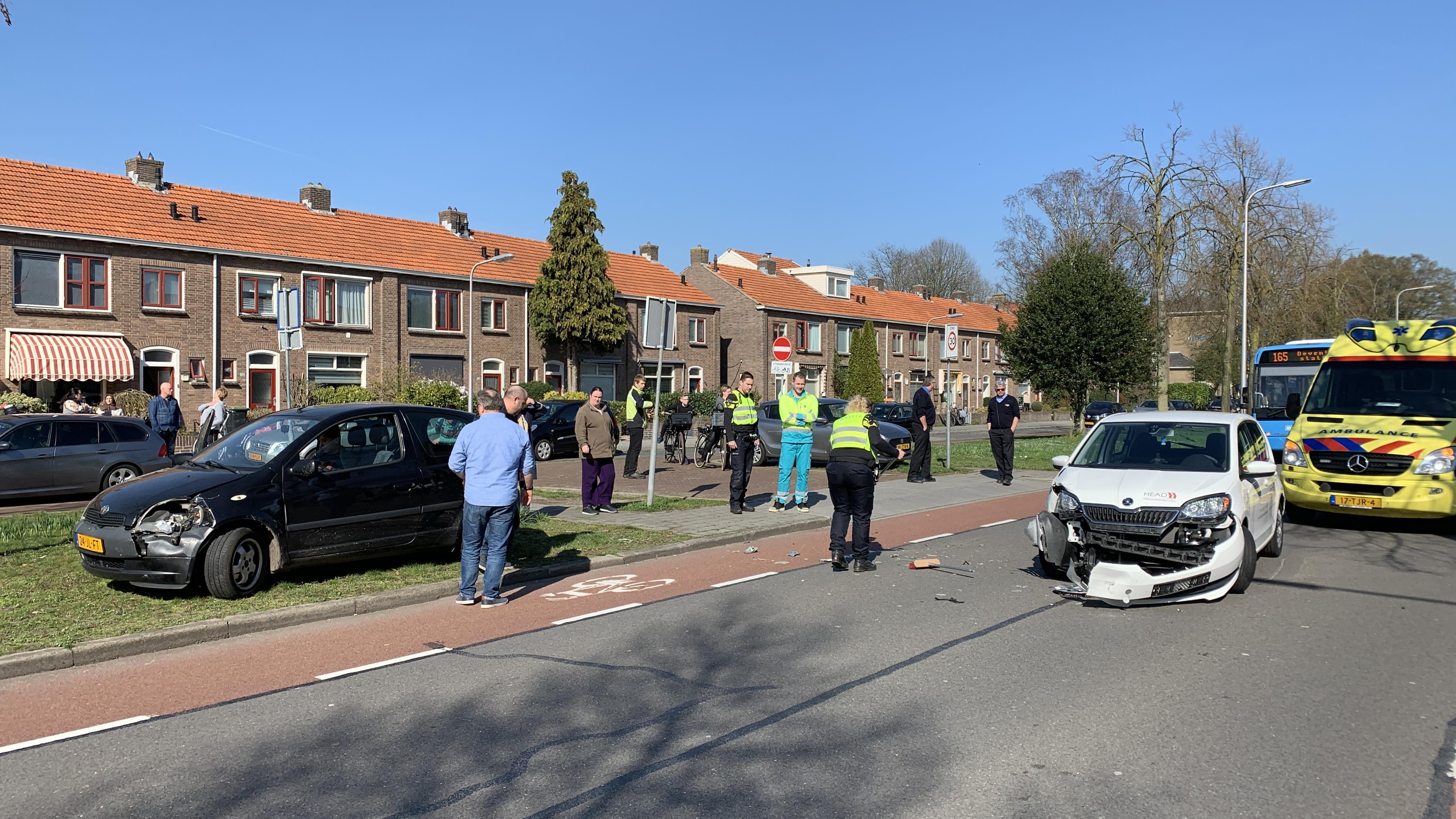 Auto-ongeluk veroorzaakt files in Deventer.