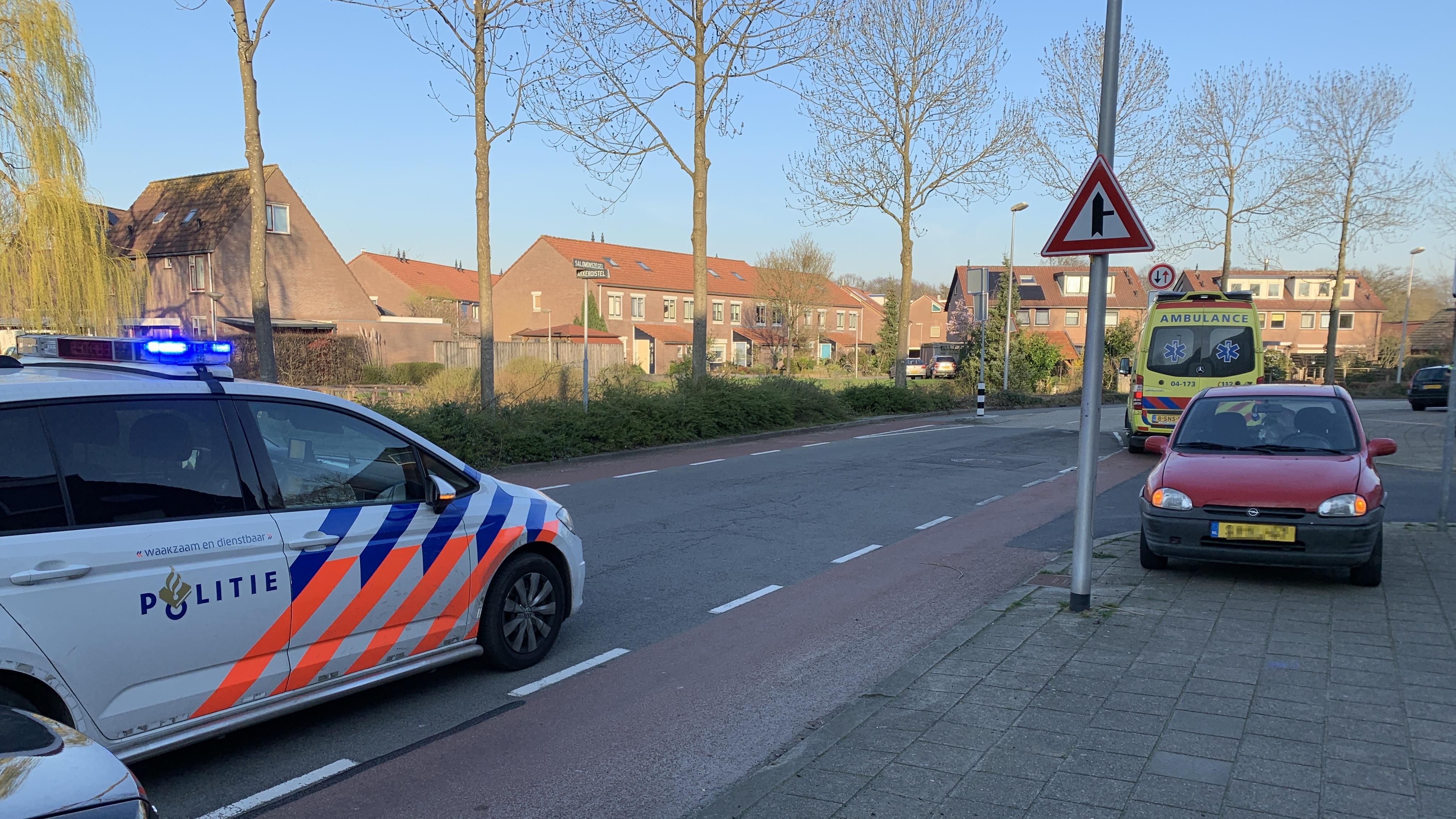 Fietsster gewond bij botsing met auto in Deventer.