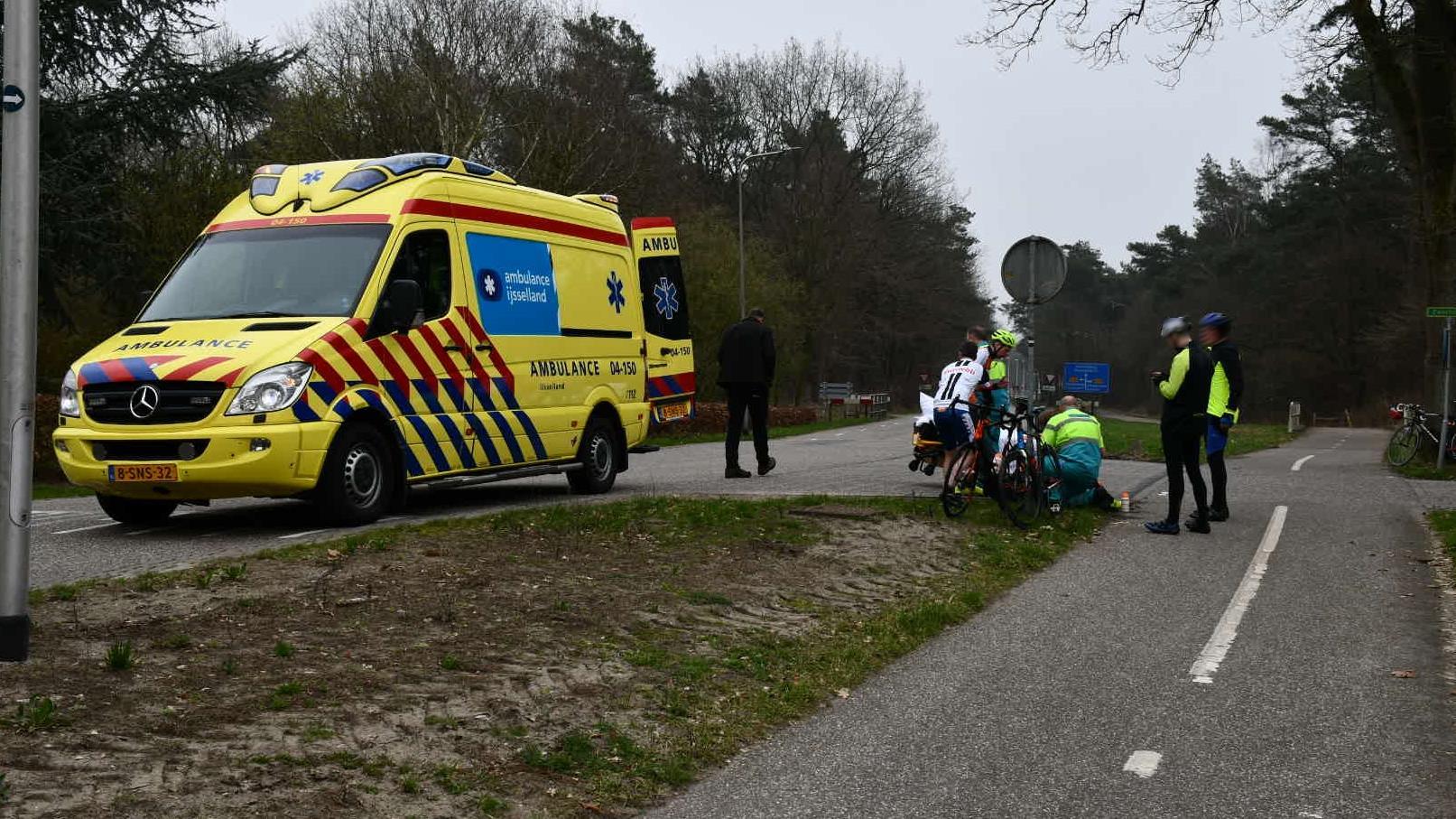 Wielrenner naar ziekenhuis na ongeluk in Beerze.