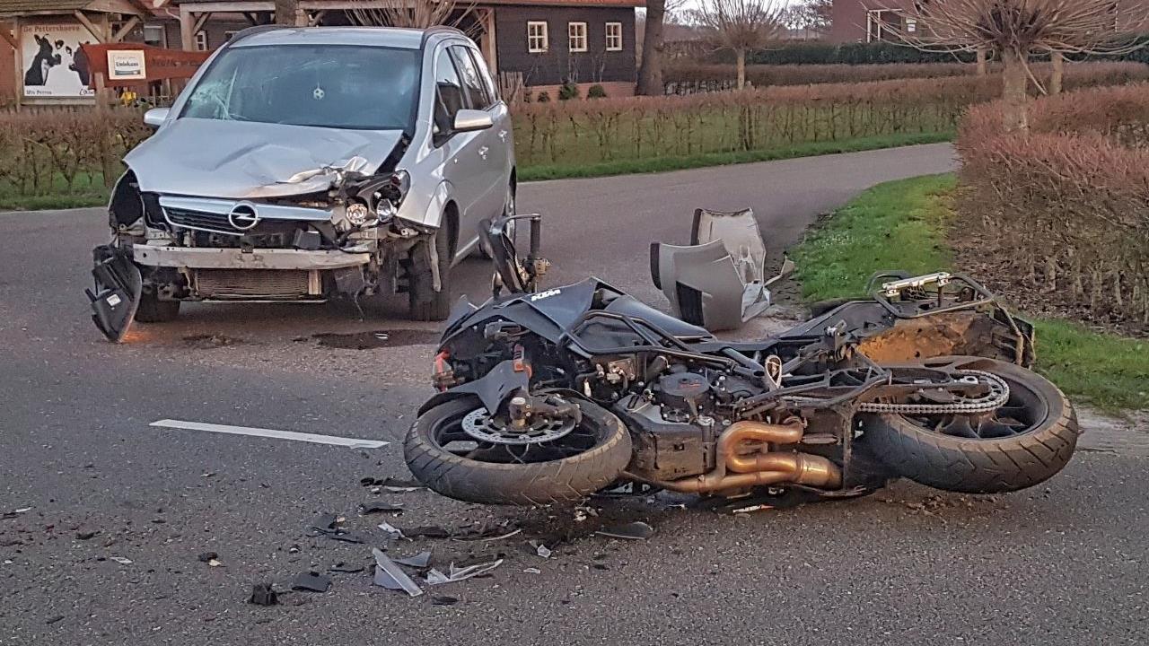 Motorrijder gewond na ongeluk in Dedemsvaart.
