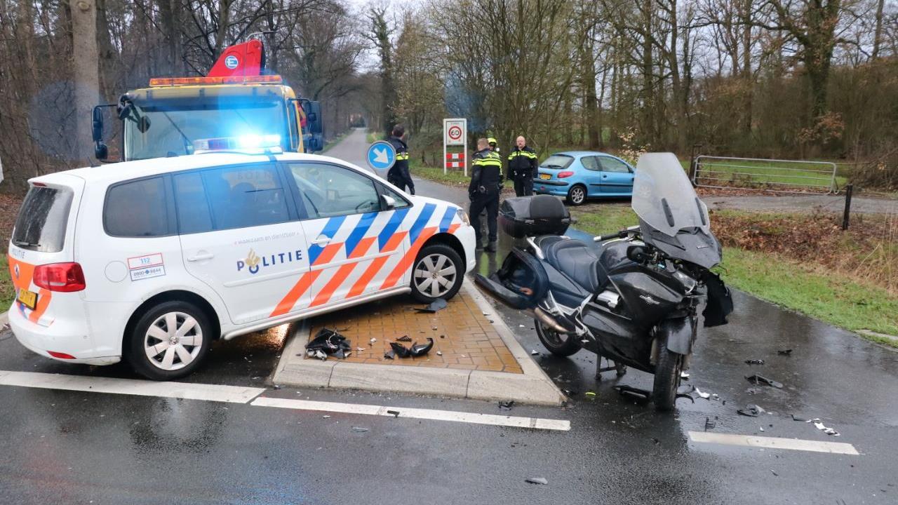 Motorrijder naar ziekenhuis na ongeval in Enschede.