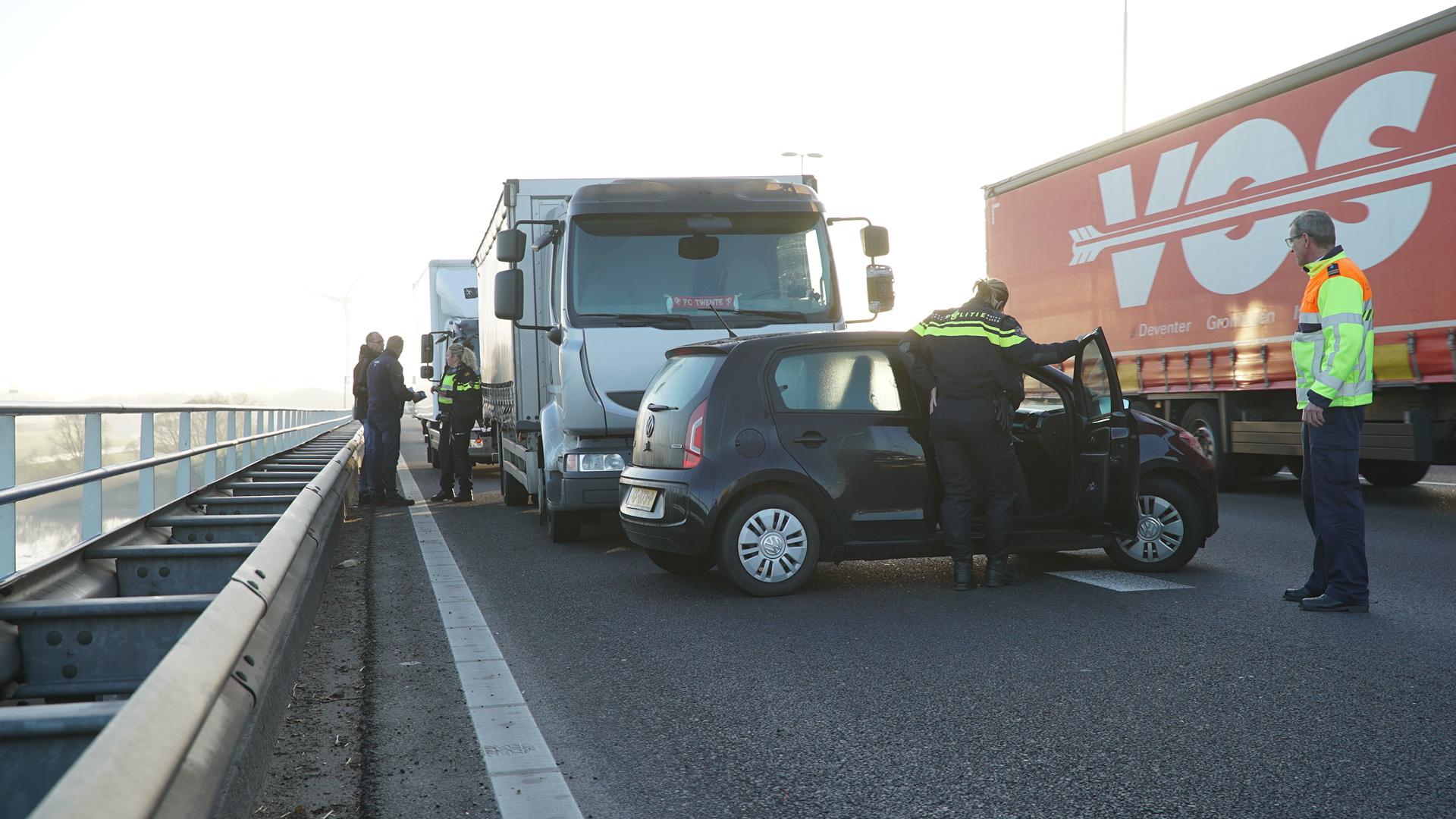 Lange file op de A1 Bathmen richting Deventer door ongeluk met vrachtwagen.