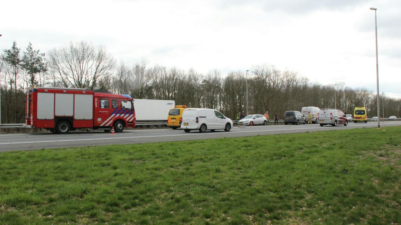 Ongeluk op A1 bij Holten, weg weer vrij.