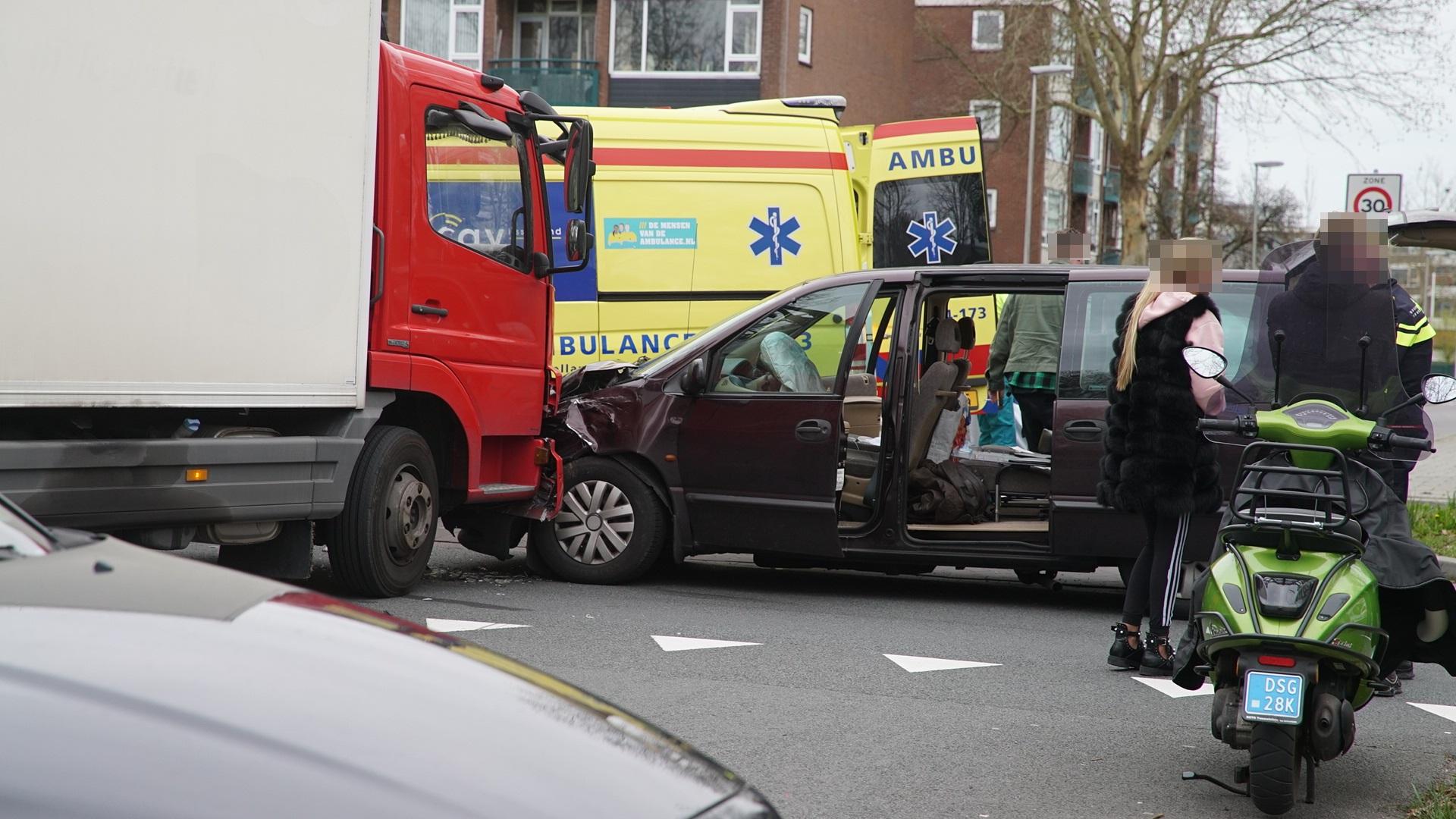 Verkeer in Deventer loopt vast na ongelukken op A1 en in binnenstad.