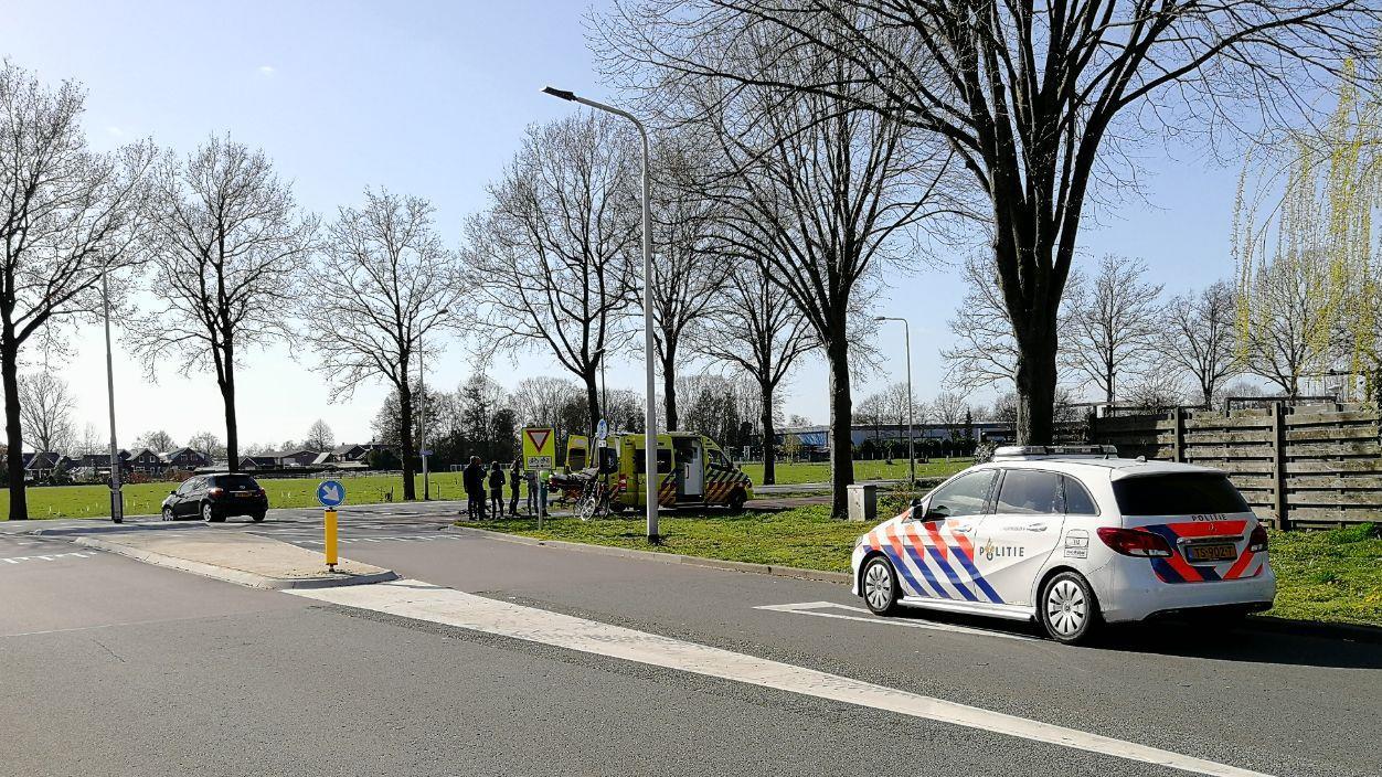 Fietser gewond bij botsing met auto in Vriezenveen.