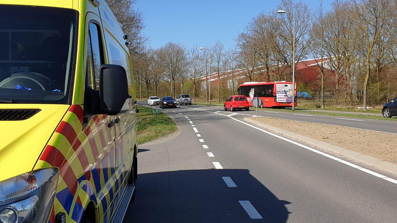 Oudere man raakt gewond bij aanrijding met lijnbus in Overdinkel.