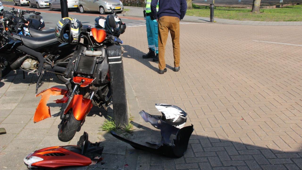 Scooterrijder gewond bij aanrijding in Enter.