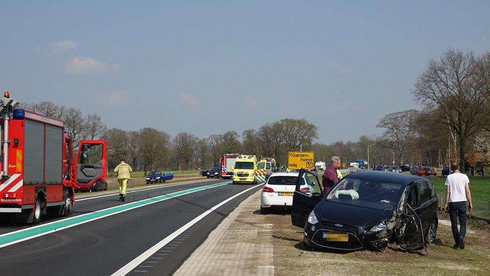 N34 bij Holthone afgesloten na ernstig ongeval.