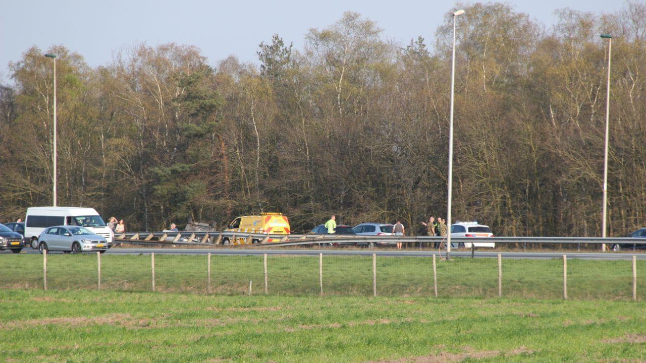 Persoon overleden bij ongeluk op A1 bij Rijssen.
