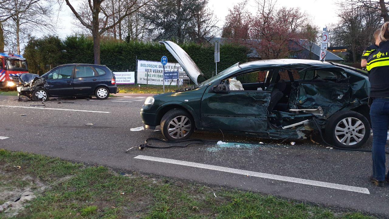 Twee gewonden bij aanrijding in Enschede.