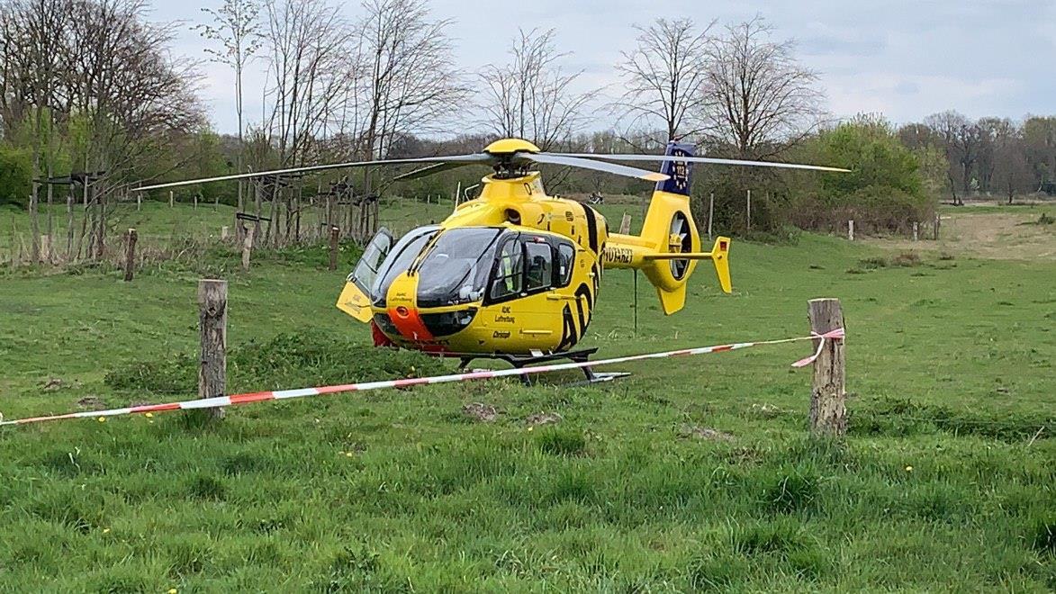 Fietser met traumahelikopter naar ziekenhuis na aanrijding in Hellendoorn.