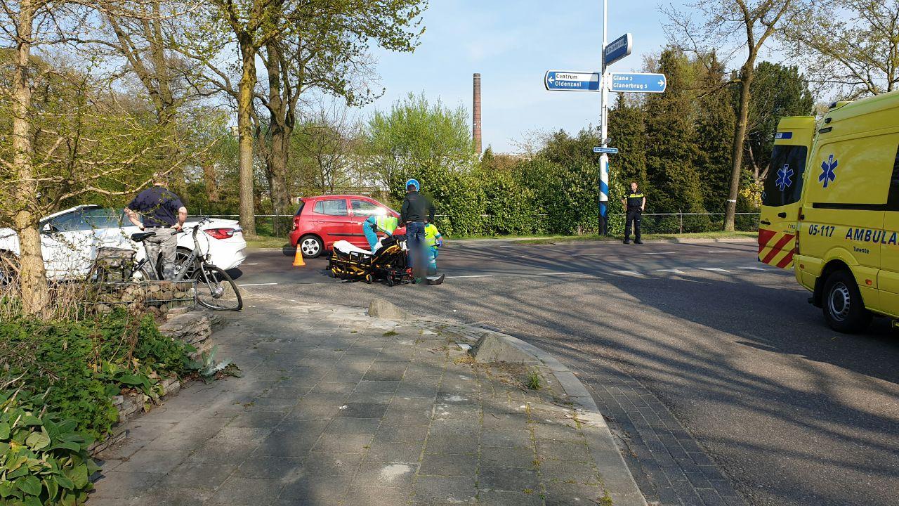 Gewonde bij aanrijding tussen automobilist en fietser in Losser.