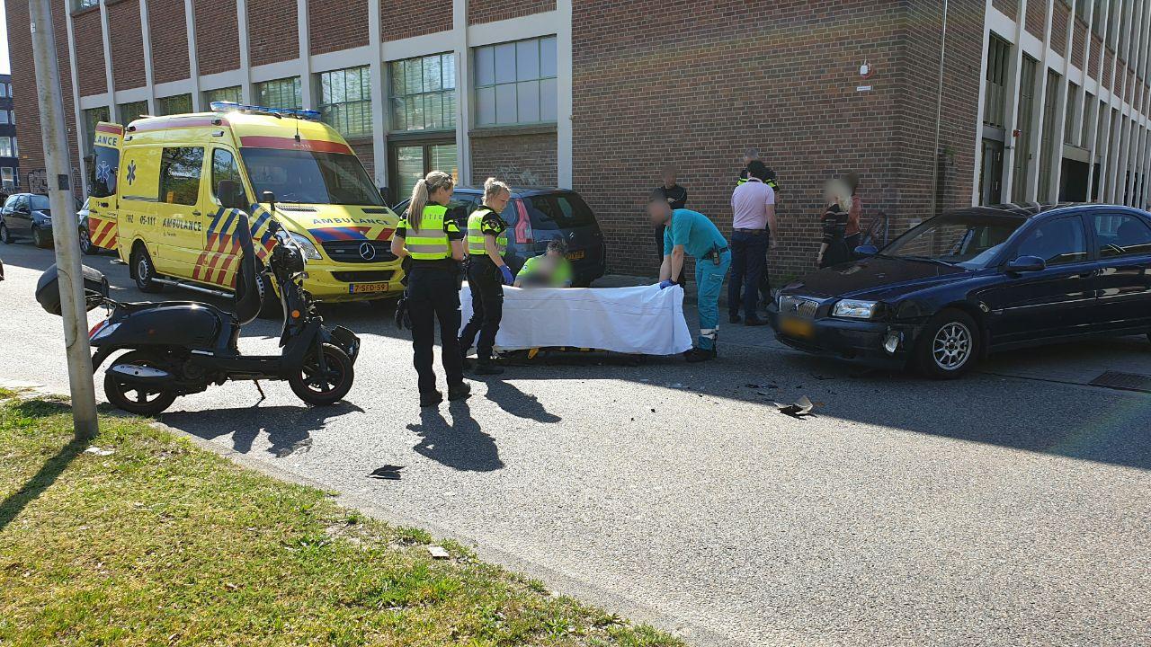 Scooterrijder gewond bij aanrijding Enschede.