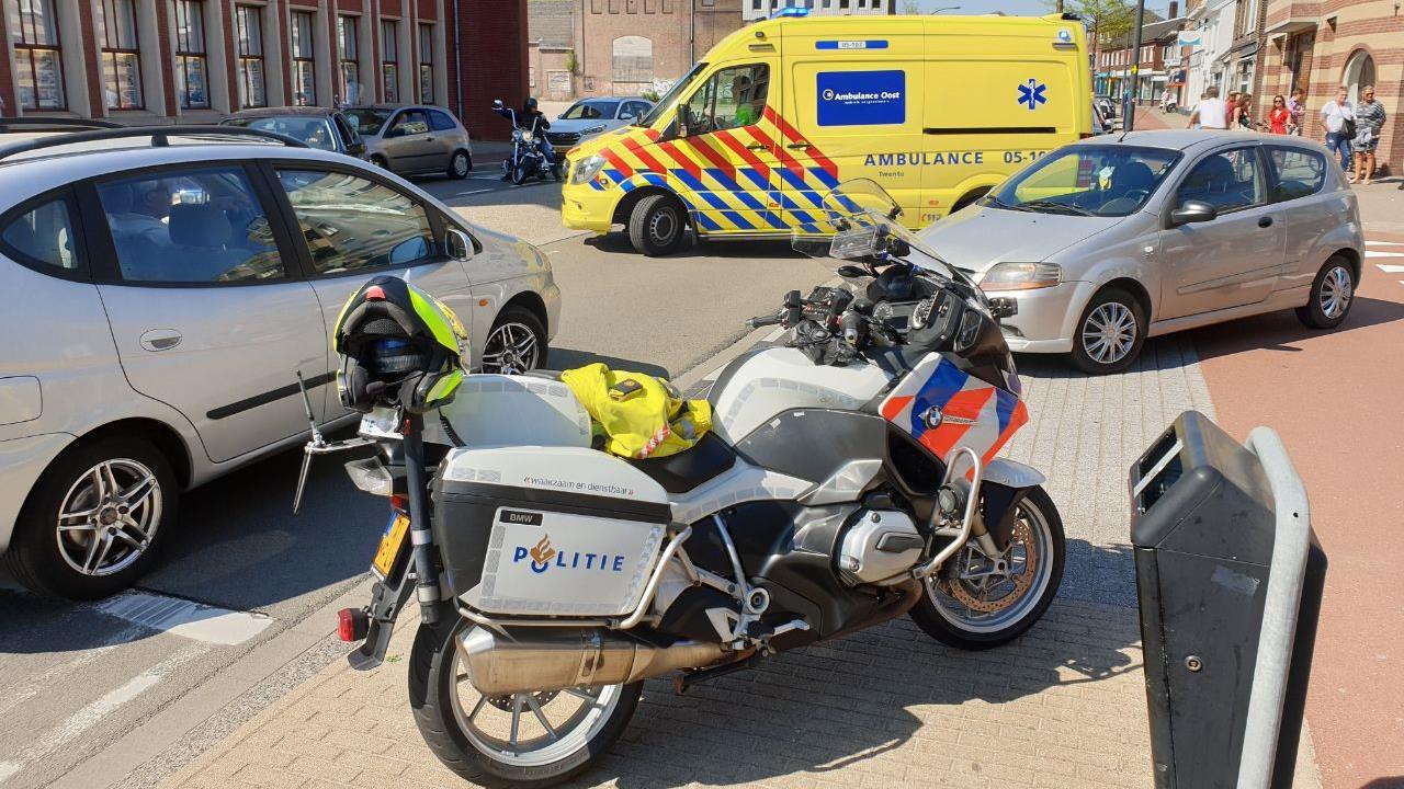 Vrouw gewond bij aanrijding in Hengelo.