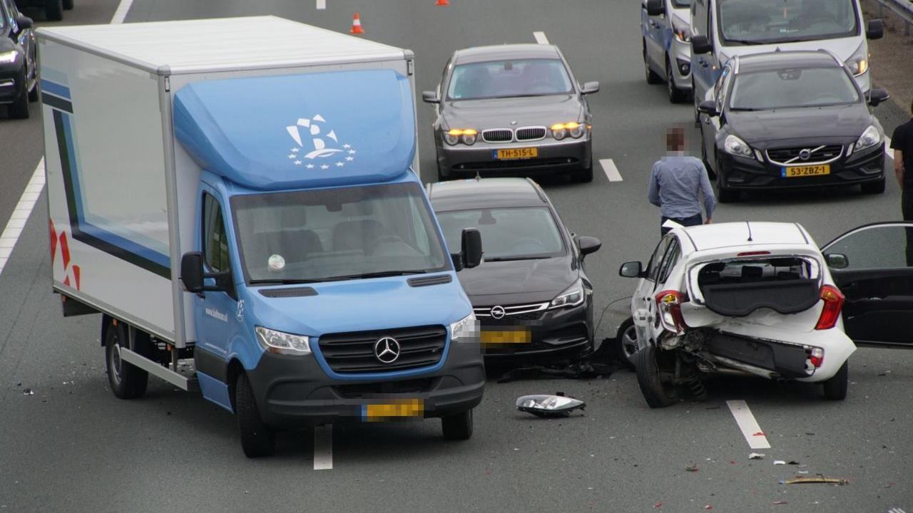 Flinke vertraging op A28 bij Zwolle na aanrijding, weg weer vrij.
