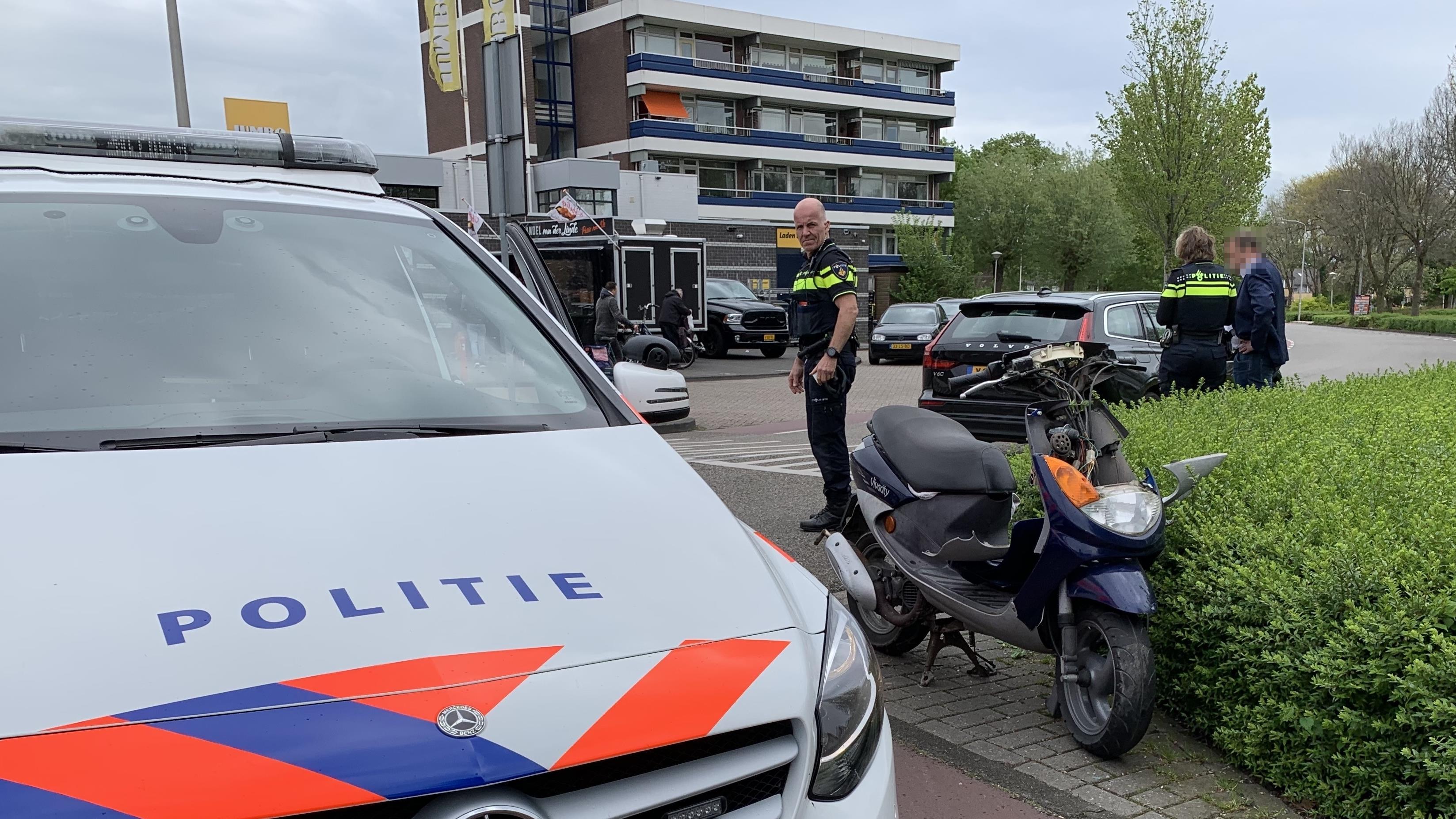 Scooterrijder gewond bij botsing met auto in Kampen.