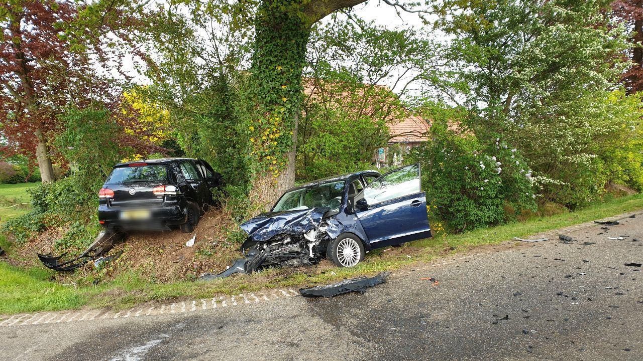 Automobiliste naar ziekenhuis na botsing in Diepenheim.