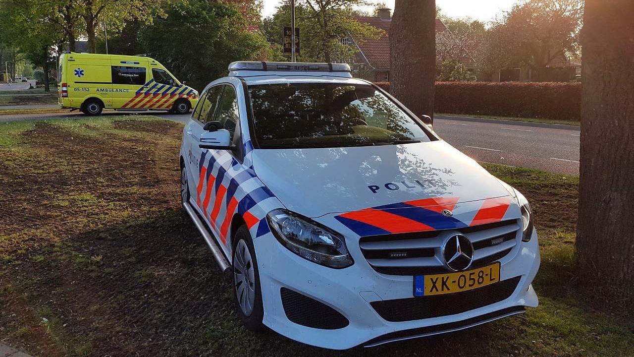 Fietser raakt gewond bij botsing met auto in Tubbergen.